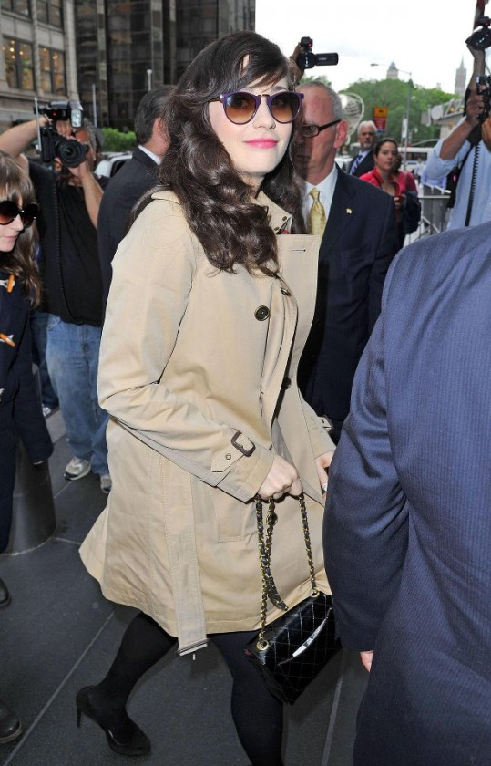 Zoey Deschanel - Karen Walker Helter Skelter