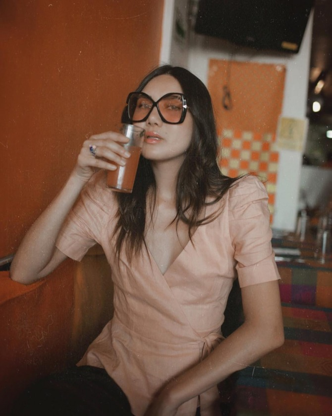 Dylana Lim Suarez in Karen Walker